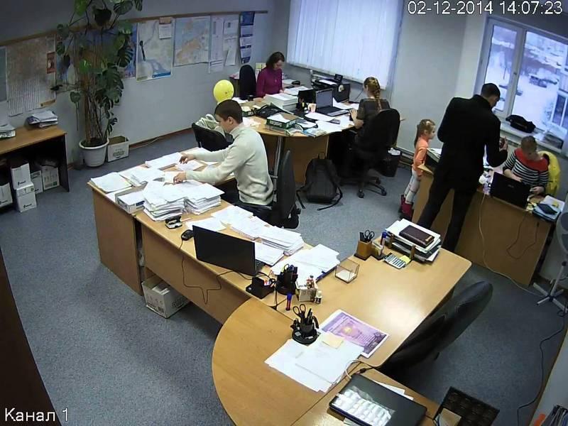 skritaya-kamera-ofis-foto